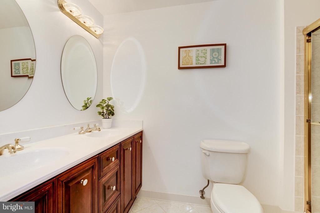 Full Bathroom 2 - 42969 DEER CHASE PL, ASHBURN