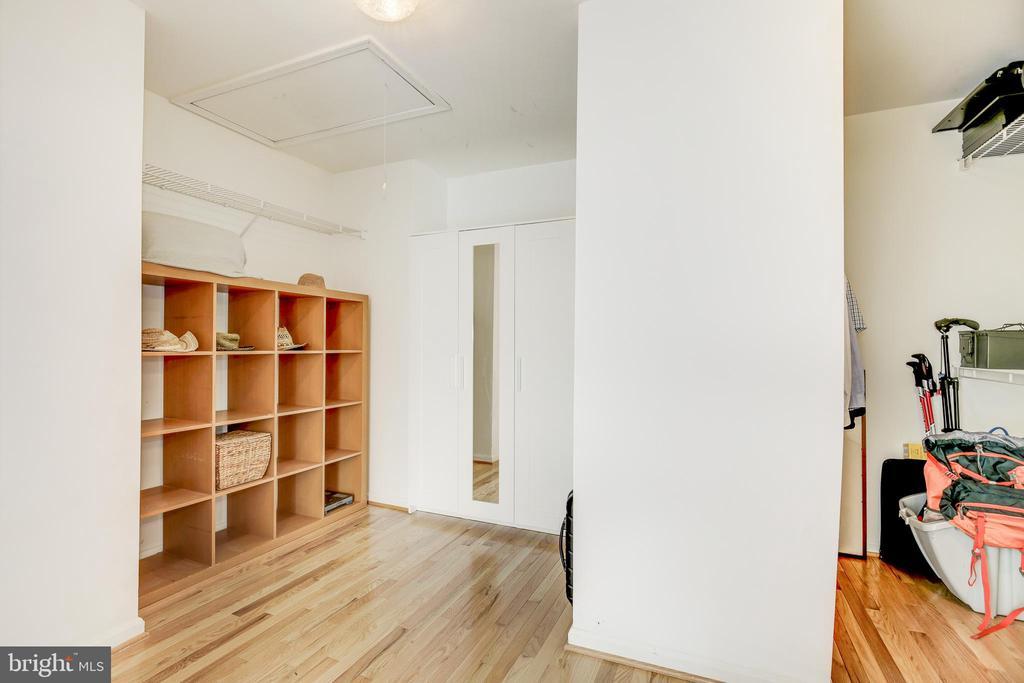 Primary Closet (En Suite) - 42969 DEER CHASE PL, ASHBURN