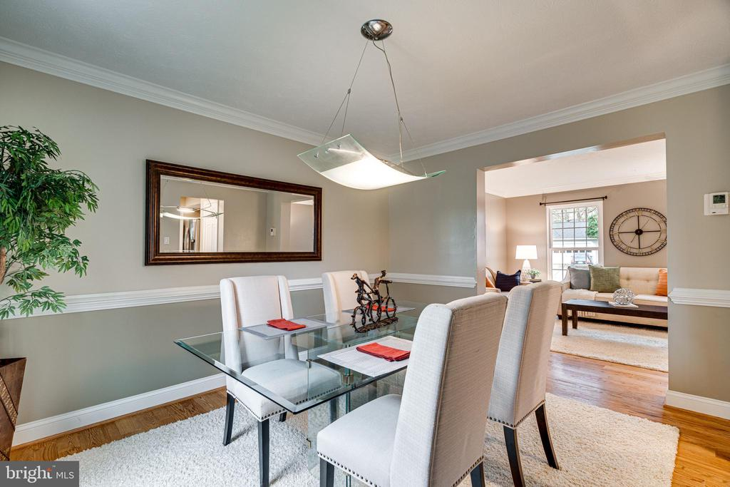 Home has a separate dining room and eat-in kitchen - 14721 PICKETS POST RD, CENTREVILLE