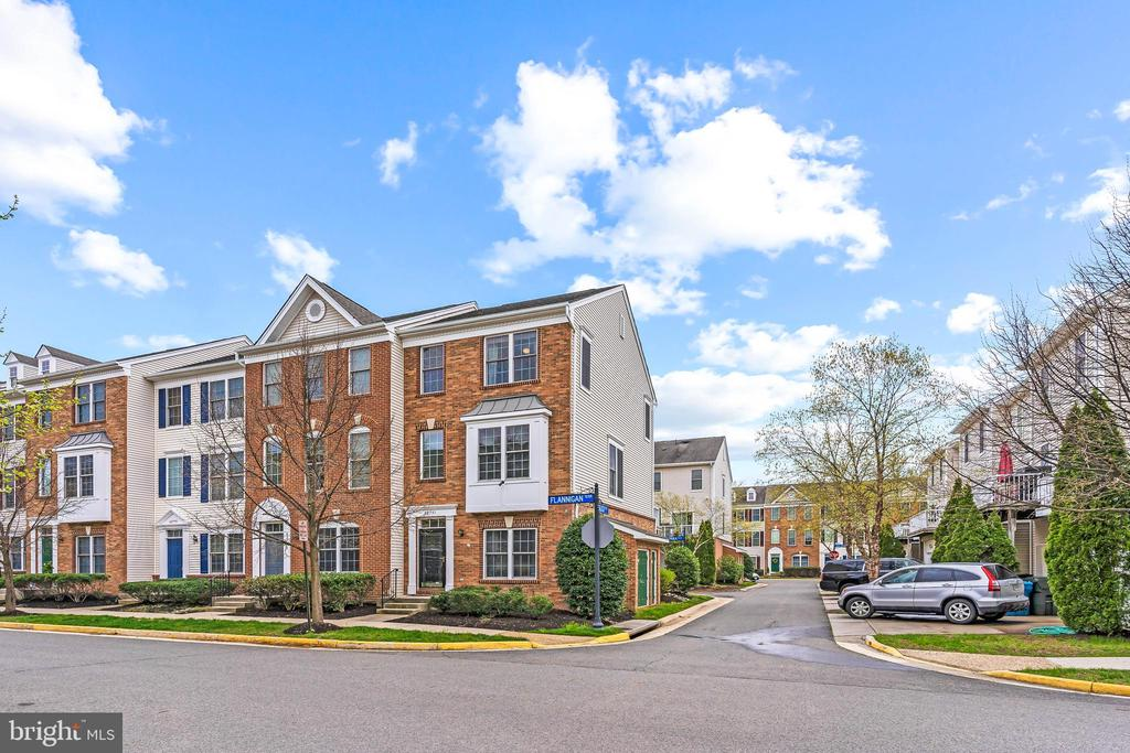 Fabulous End- Unit! - 42791 FLANNIGAN TER, CHANTILLY