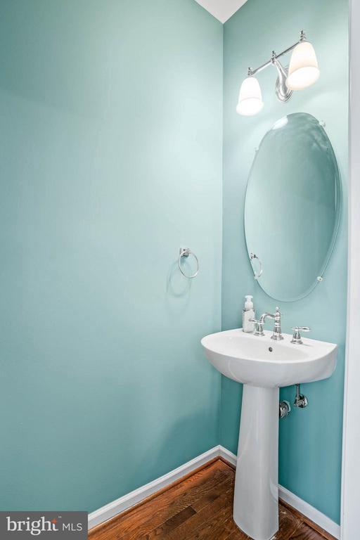 Main Level Powder Room - 42791 FLANNIGAN TER, CHANTILLY