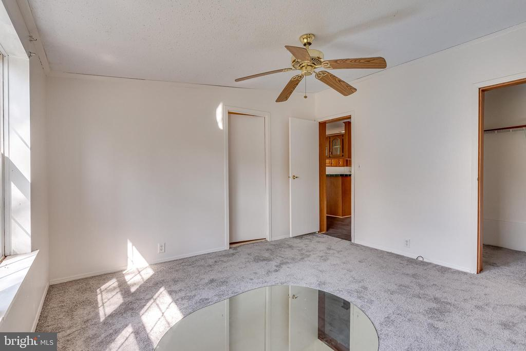 ceiling fan, and carpet flooring - 53 CAMP HILL LN, HARPERS FERRY