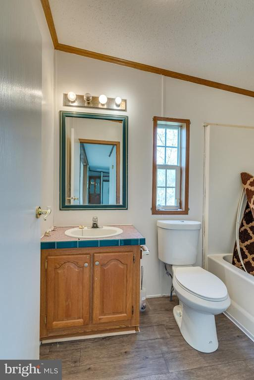 combo, and easy care vinyl floors - 53 CAMP HILL LN, HARPERS FERRY