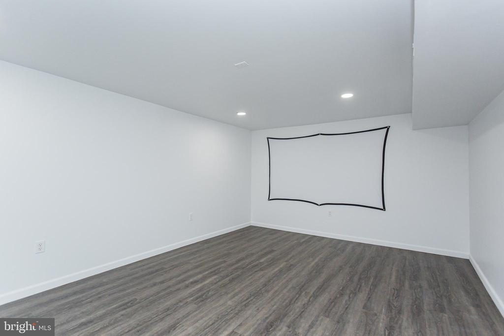 Or could be a theatre/media room - 2 SNOW MEADOW LN, STAFFORD