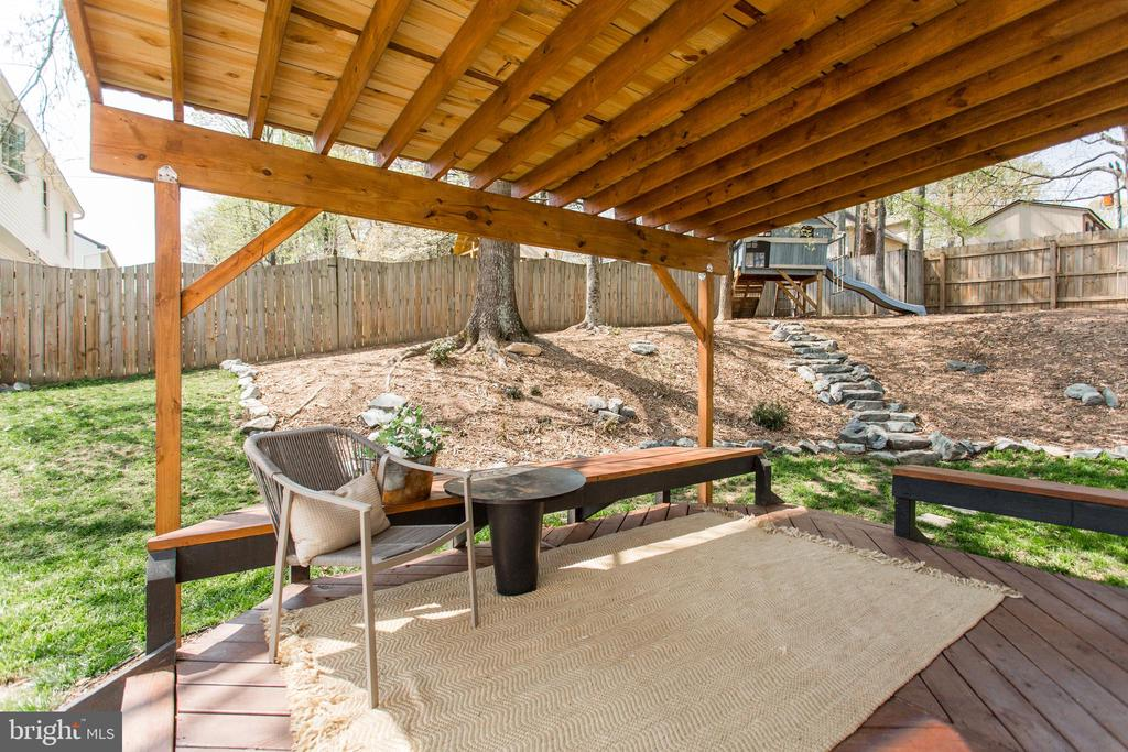 Pergola provides shade and privacy - 2 SNOW MEADOW LN, STAFFORD