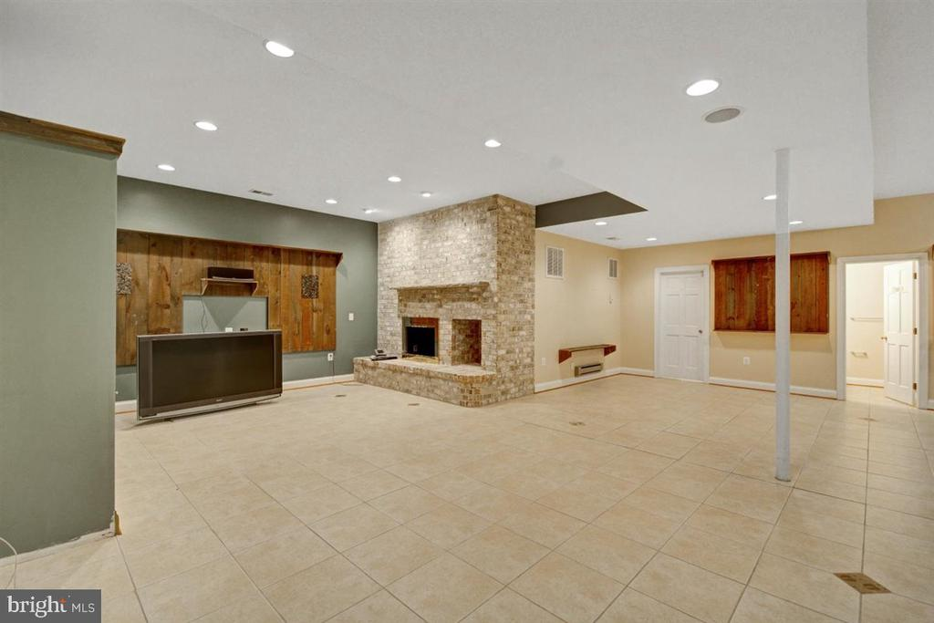 Enjoy the Home Theater With Cozy Hearth - 14515 SHIRLEY BOHN RD, MOUNT AIRY