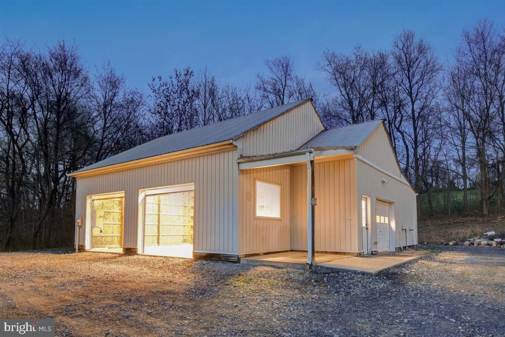 Pole Building w/ One Passage and 3 Garage Doors - 14515 SHIRLEY BOHN RD, MOUNT AIRY