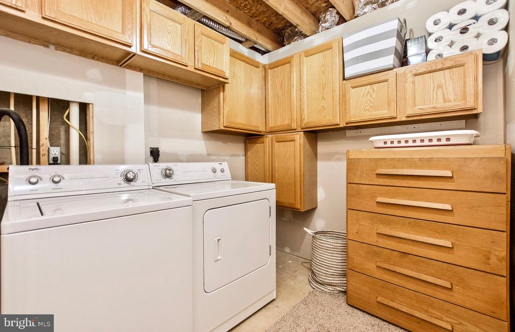 LAUNDRY ROOM WITH PLENTY OF STORAGE - 20487 MORNINGSIDE TER, STERLING