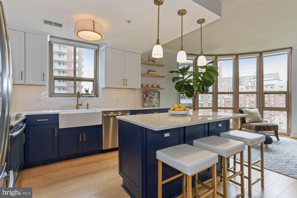 Beautiful Navy and white custom cabinets - 888 N QUINCY ST #802, ARLINGTON