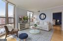 Living room - 888 N QUINCY ST #802, ARLINGTON