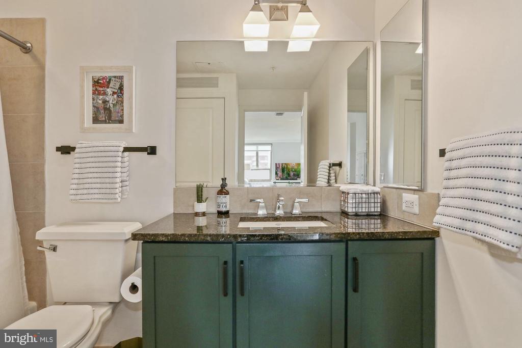 Updated secondary bathroom - 888 N QUINCY ST #802, ARLINGTON