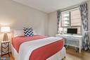 Spacious Secondary Bedroom w/desk nook - 888 N QUINCY ST #802, ARLINGTON