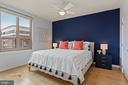 Primary bedroom (fits a king bed nicely) - 888 N QUINCY ST #802, ARLINGTON
