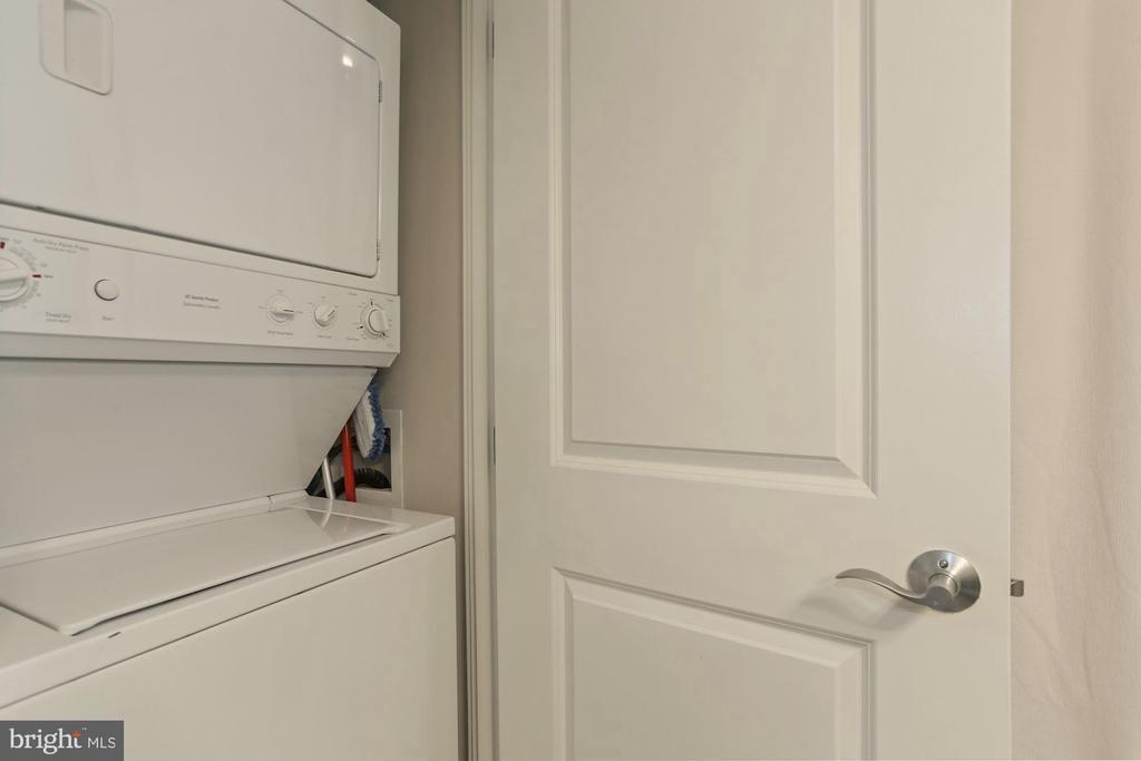 Laundry Closet - 888 N QUINCY ST #802, ARLINGTON
