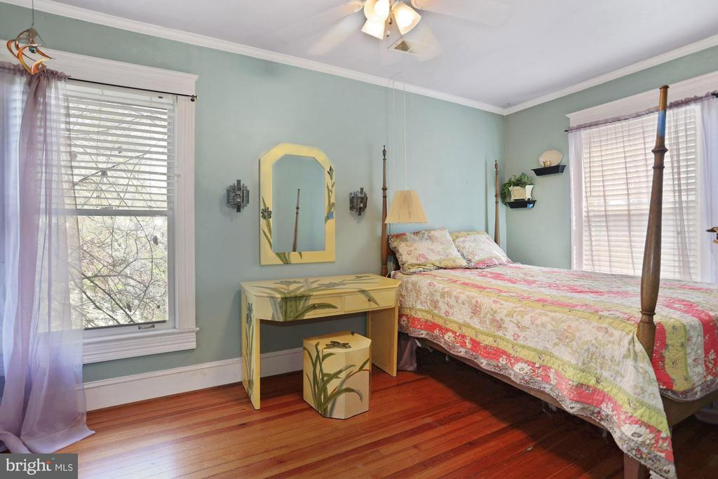 Bed room top level - 7704 IDYLWOOD RD, FALLS CHURCH
