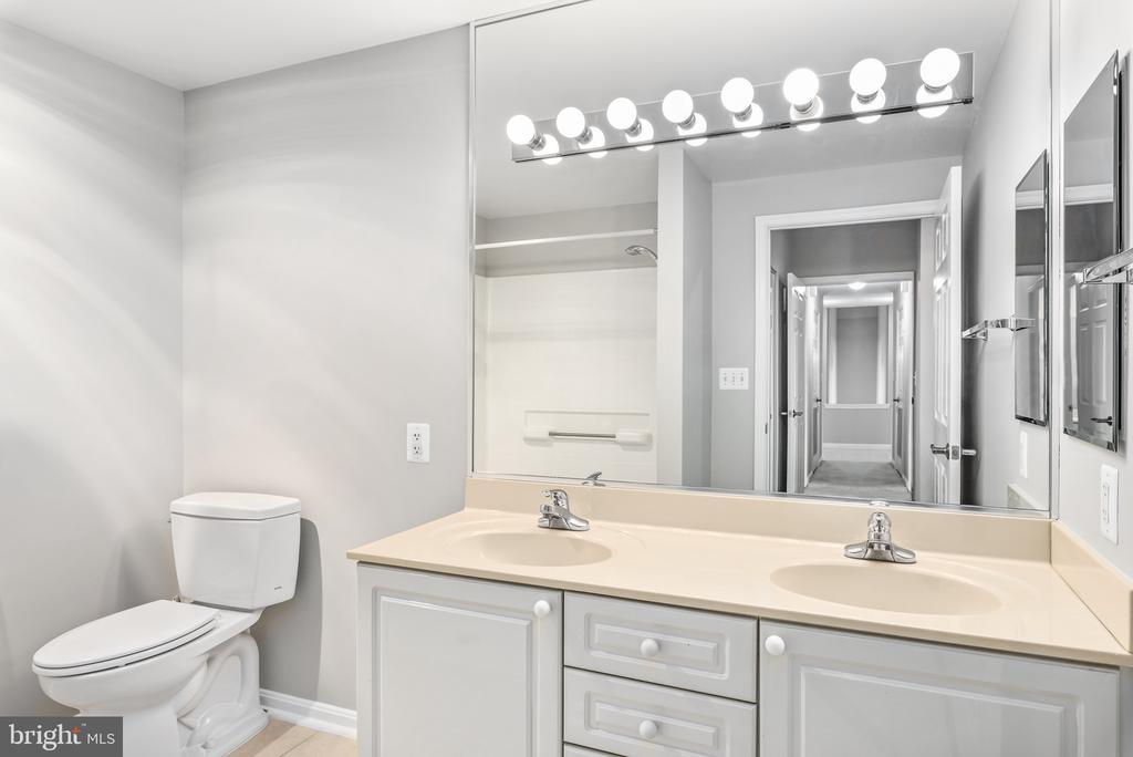 Owner's Bathroom - 19375 CYPRESS RIDGE TER #516, LEESBURG