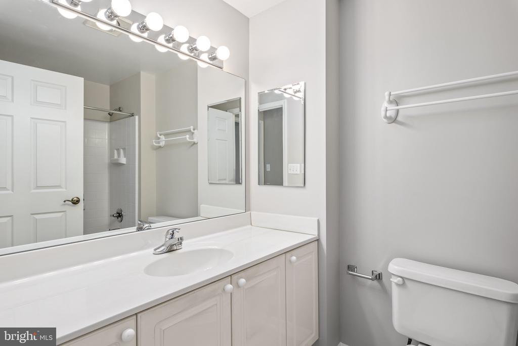 2nd bathroom - 19375 CYPRESS RIDGE TER #516, LEESBURG