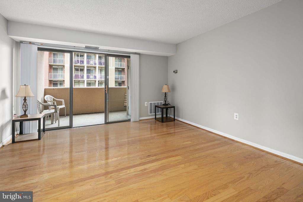 Living room with sliding door to private balcony - 1301 N COURTHOUSE RD #1114, ARLINGTON