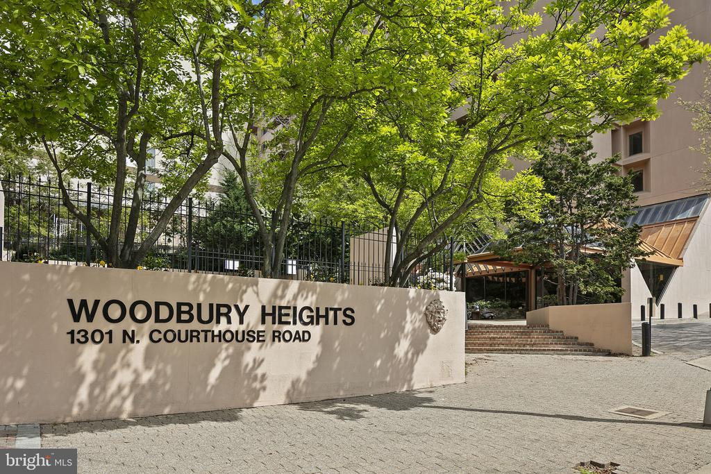 Woodbury Heights Conodminium - 1301 N COURTHOUSE RD #1114, ARLINGTON