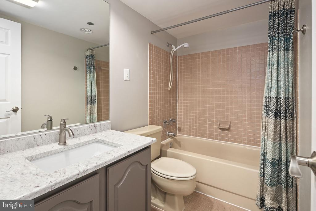 Full bathroom - 1301 N COURTHOUSE RD #1114, ARLINGTON