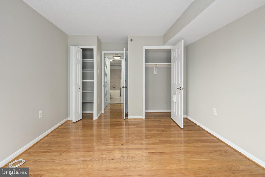 Linen storage and closet - 1301 N COURTHOUSE RD #1114, ARLINGTON