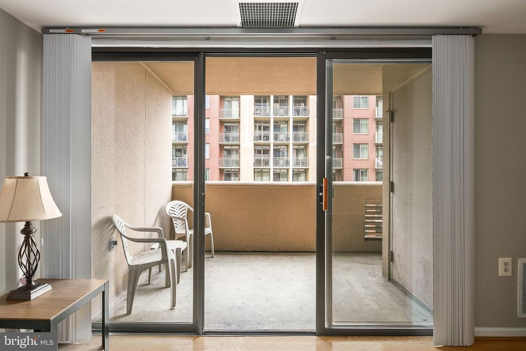 Sliding door to balcony - 1301 N COURTHOUSE RD #1114, ARLINGTON