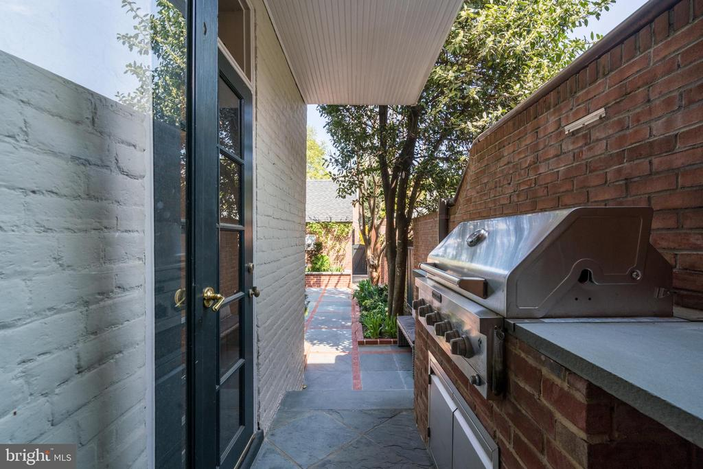 Built-In Grill - 3013 P ST NW, WASHINGTON