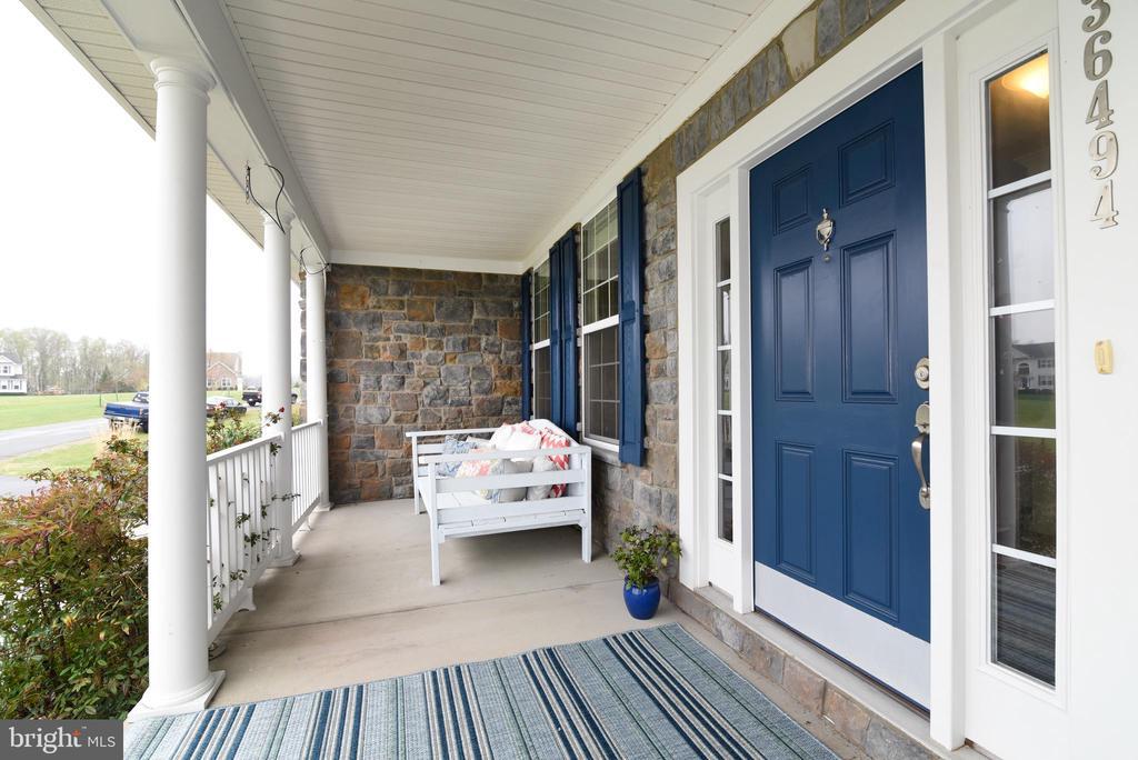 Front Porch - 36494 WINDING OAK PL, PURCELLVILLE