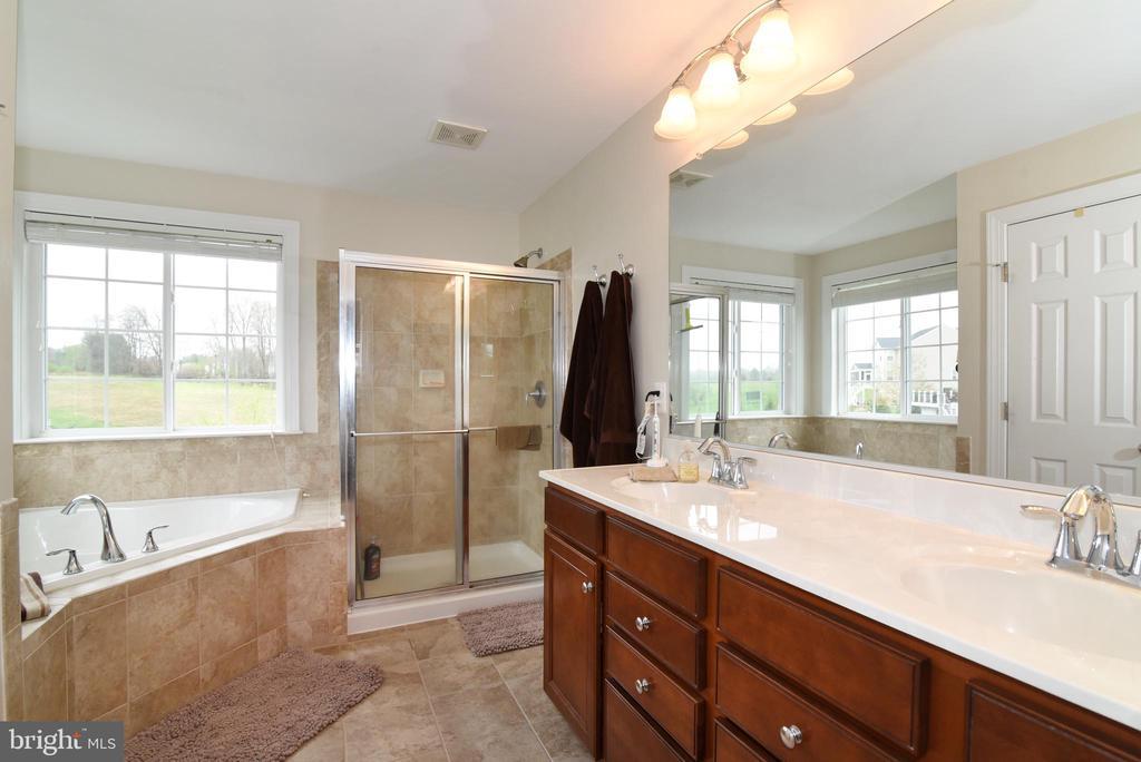 Owner Bath - 36494 WINDING OAK PL, PURCELLVILLE