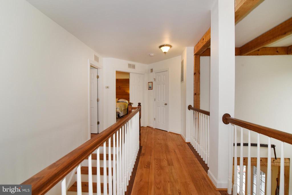 Hallway  Upper Level  Beautiful  Wormy Oak Floors - 36494 WINDING OAK PL, PURCELLVILLE