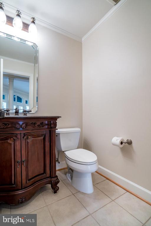 POWDER ROOM LOCATED ON THE MAIN LEVEL - 23002 LOIS LN, BRAMBLETON