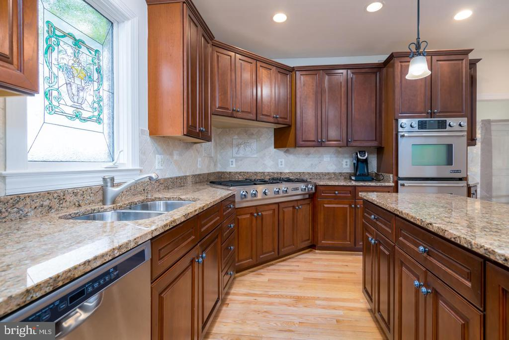 UPSCALE STAINLESS APPLIANCE PACKAGE - 23002 LOIS LN, BRAMBLETON