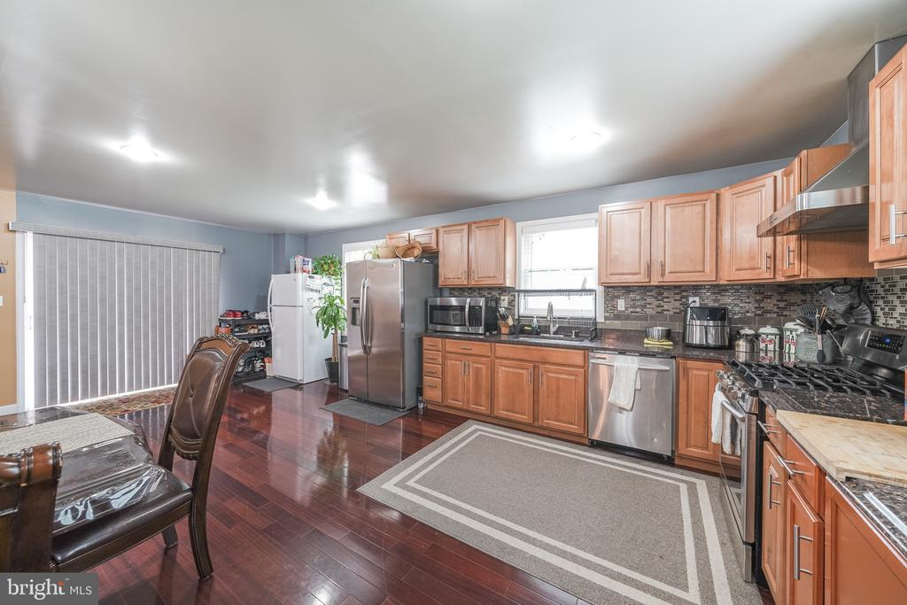 KITCHEN - 11505 VEIRS MILL RD, SILVER SPRING