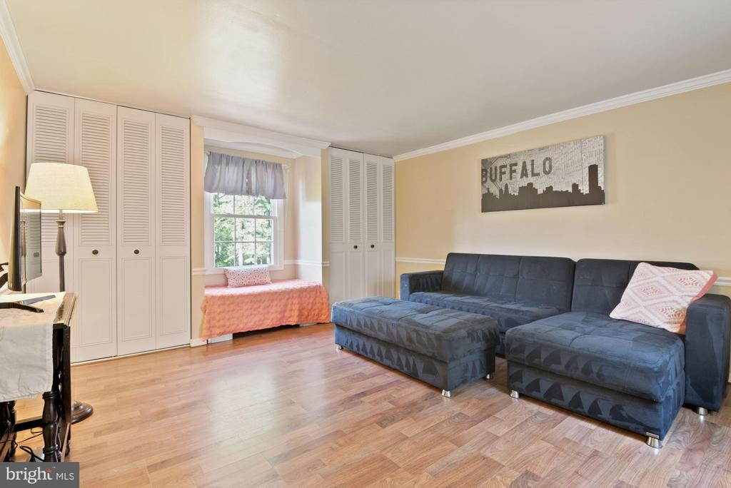 BR #4 - HUGE! 2 Closets! Charming Built-In Bench! - 11007 HOWLAND DR, RESTON