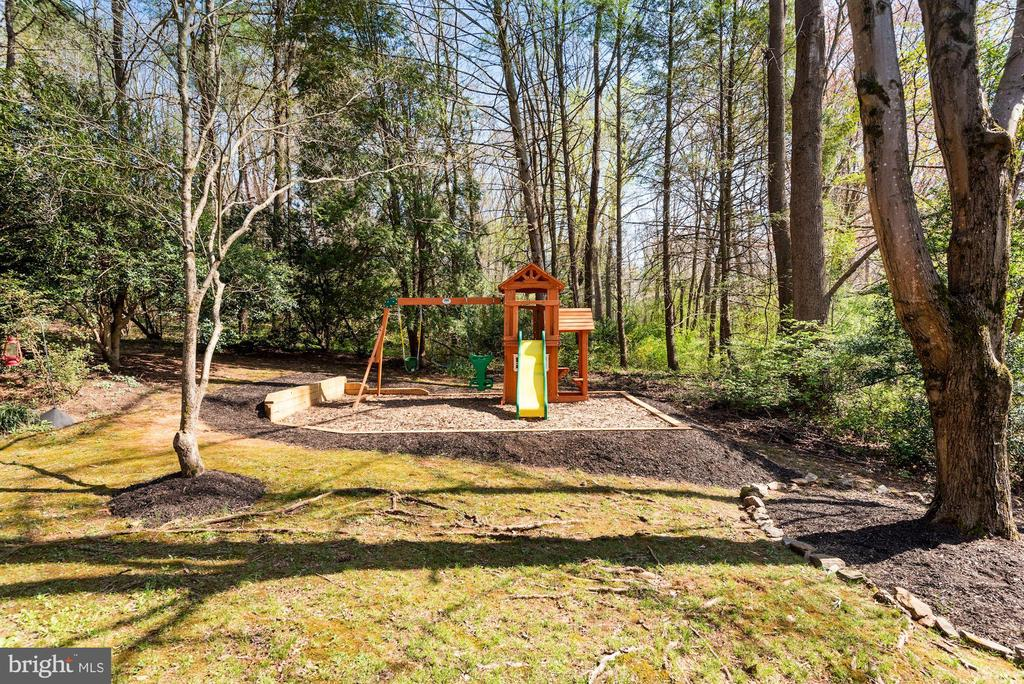 Brand New Leveled Yard + Children's Play Set! - 11007 HOWLAND DR, RESTON