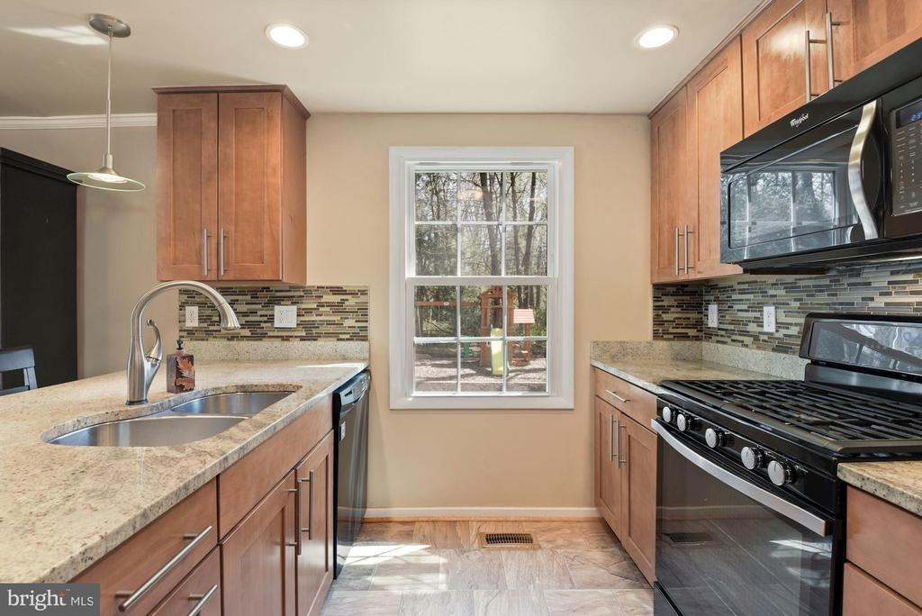 Kitchen - Shaker Cabinetry & Granite Counter Tops! - 11007 HOWLAND DR, RESTON