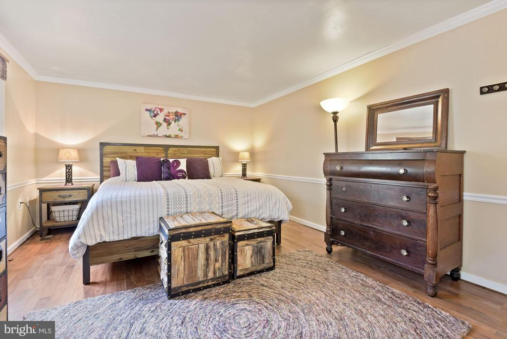 Primary BR - King Size Bed Fits on Numerous Walls! - 11007 HOWLAND DR, RESTON