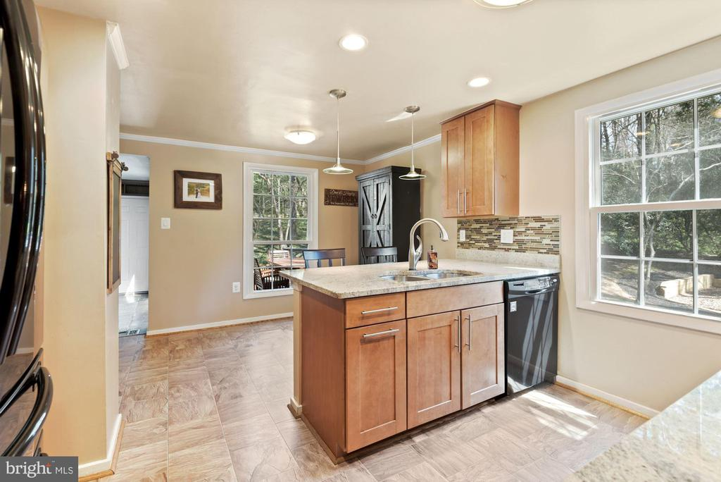 Kitchen - Recess Lighting & Pendant Lighting! - 11007 HOWLAND DR, RESTON