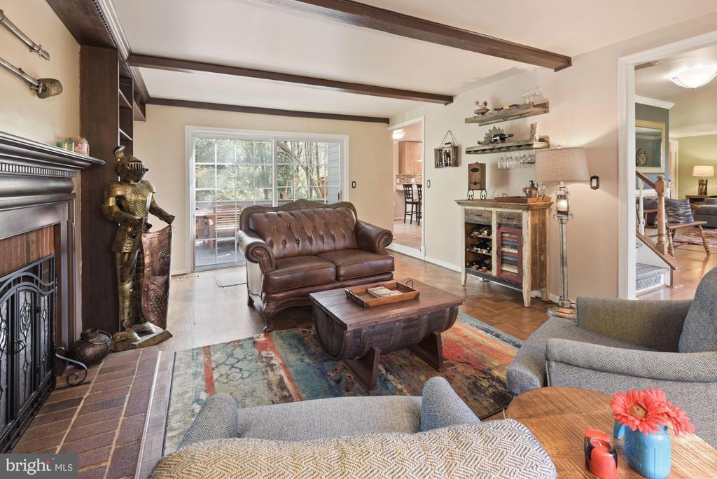 Bourbon Room Receives an Abundance of Sunlight! - 11007 HOWLAND DR, RESTON