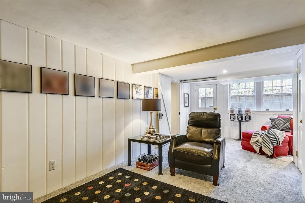 Legal fourth bedroom w/ full windows, private exit - 301 W GLENDALE AVE, ALEXANDRIA
