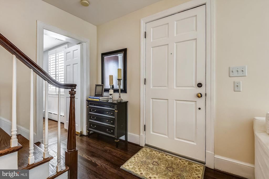 Updated with original 1930s architectural charm - 301 W GLENDALE AVE, ALEXANDRIA