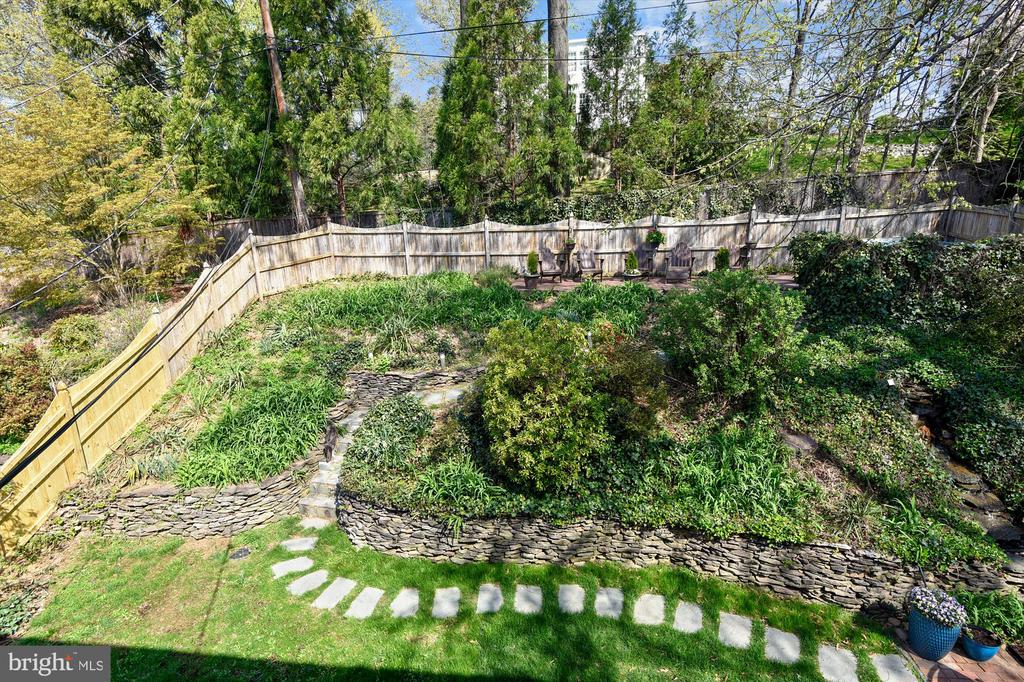 View of backyard from upper level - 301 W GLENDALE AVE, ALEXANDRIA