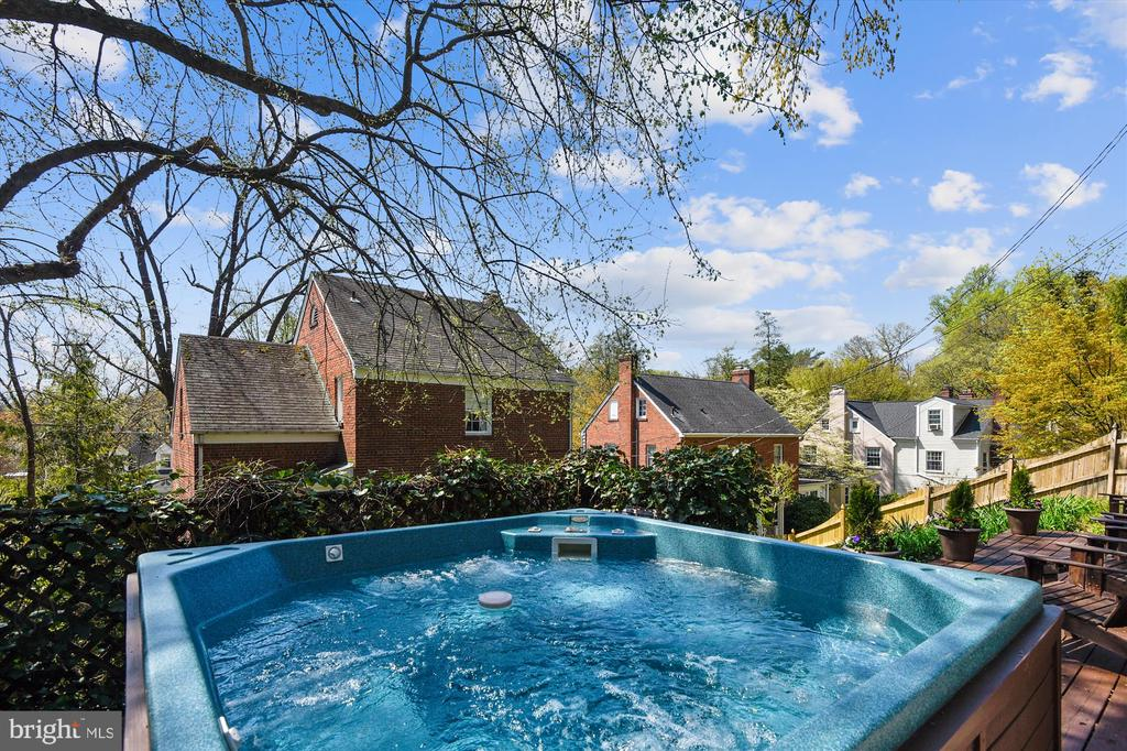 View of property from hot tub - 301 W GLENDALE AVE, ALEXANDRIA