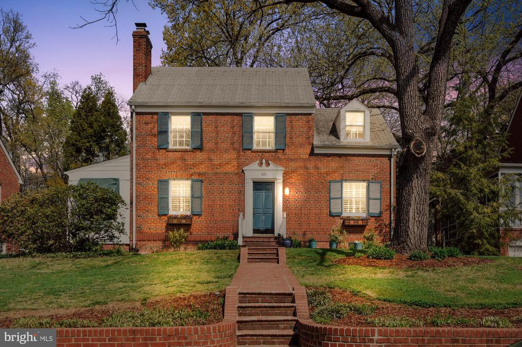 Spacious + inviting Colonial on one-way street - 301 W GLENDALE AVE, ALEXANDRIA