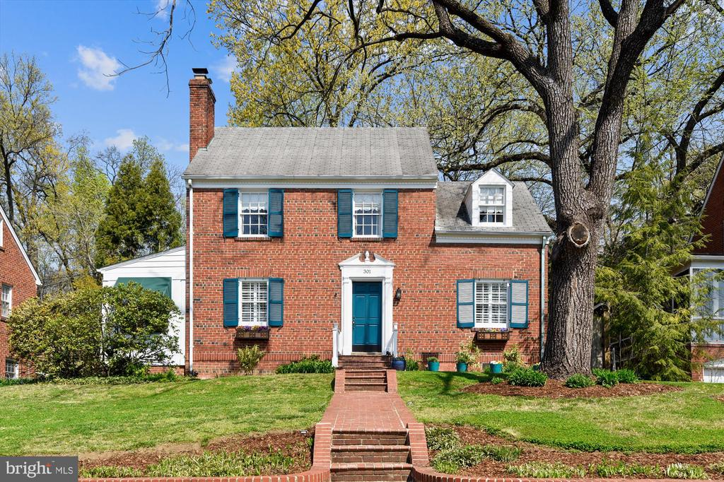 Welcome home to 301 W Glendale Ave! - 301 W GLENDALE AVE, ALEXANDRIA