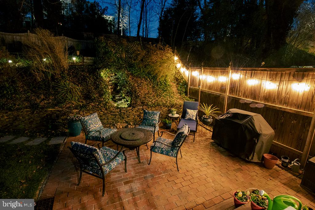 Evening view of patio w/ entertaining in mind - 301 W GLENDALE AVE, ALEXANDRIA