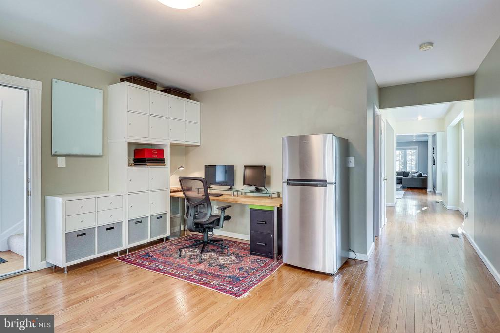 Direct access to the upper level from back room - 7945 BOLLING DR, ALEXANDRIA