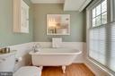Primary bathroom w/ custom window shades - 7945 BOLLING DR, ALEXANDRIA
