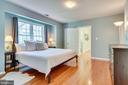 Primary Bedroom w/ wood flooring - 7945 BOLLING DR, ALEXANDRIA