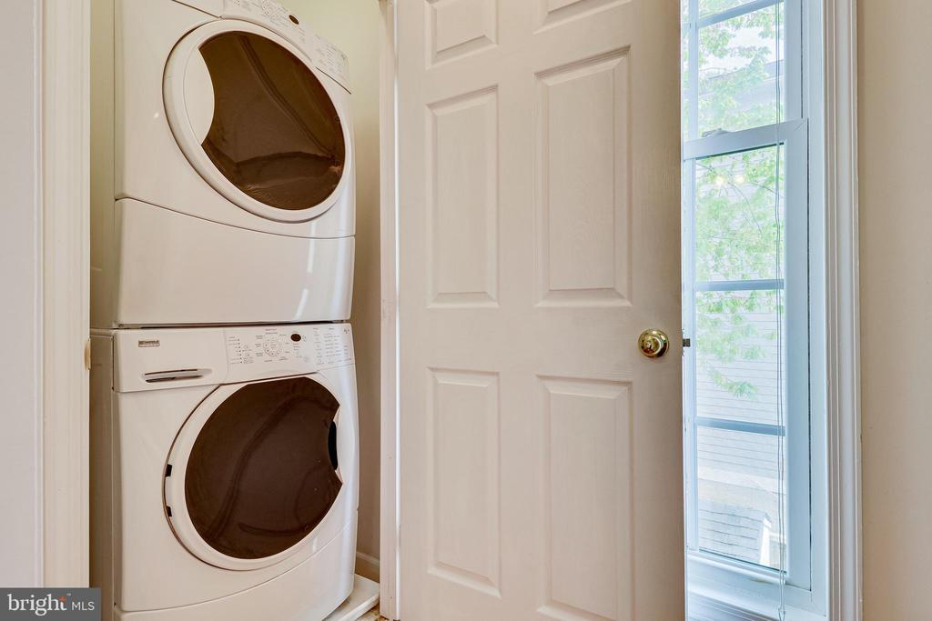 Laundry #1, located next to primary suite - 7945 BOLLING DR, ALEXANDRIA